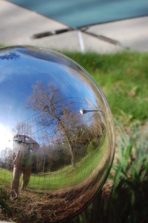Gazing_globe